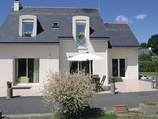 2 bedroom accommodation in Roz-Landrieux