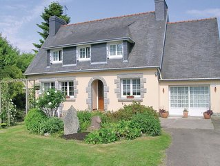 4 bedroom accommodation in Gouesnach