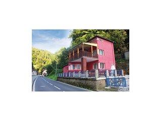 6 bedroom accommodation in Hrensko