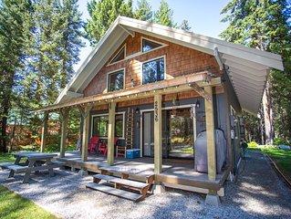 The Black Bear Cabin located mins from leavenworth wa. Sleeps 8