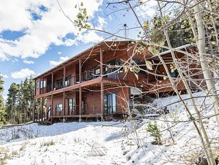 Beautiful Bright Spacious Modern Luxury Lodge With Spectacular Views!
