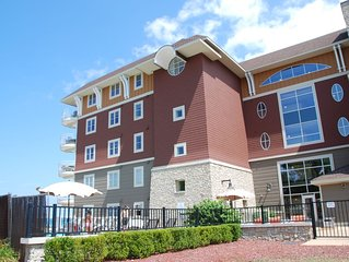 Beautiful Furnished Condo with view of Grand Traverse Bay!