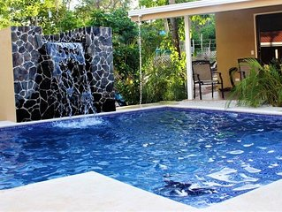 Beautiful House With Pool, 10 min Walking to the Beach