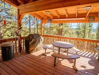 Charming log cabin with oversized deck and stunning views! Enjoy the fresh mount