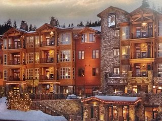 Luxury Northstar ski lodge, short walk to gondola, new year week available