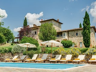 VILLA Nestled in the Heart of Tuscany with private Vineyards, pool+staff