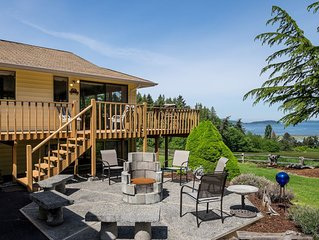 Spacious view home that captures the serenity and beauty the of Puget Sound