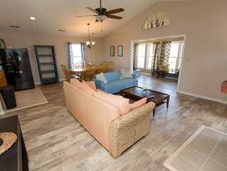 Newly Remolded Beach House with a Fire pit, Just 2 Blocks To The Beach!