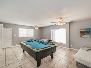 Amazing House- 2 minutes from the strip!