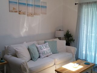 A clean and comfortable retreat just 5 min walk from the beach. No Pet/No smoke