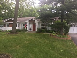 Beautifully Decorated Ranch, minutes from Lakefront, Beach and Downtown