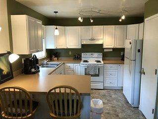 2-Bedroom apartment on quiet street near Campbell Creek greenbelt