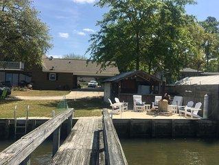 Lakefront Oasis/Dock/4br/Cabana/fire pit