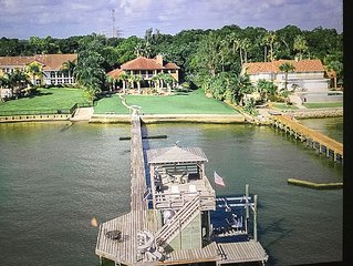 Gorgeous Gulf Waterfront Estate, Heated Pools, Private Pier, Walk to Boardwalk