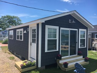 Waterfront Cottage, Blue Chair Bungalow, minutes from the beach