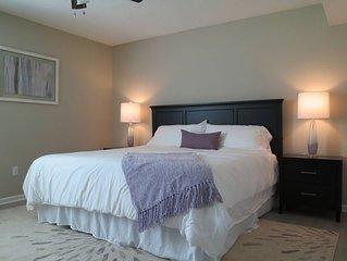 Private Apt * King Bed * Fast Wifi * 4K UHD Smart TVs * 5 mins to MU