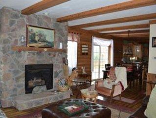 3 Bedroom W/ Hot Tub & Horse Stalls!