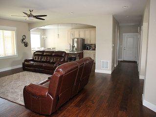 New Home 5 bed/5 bath+game room, sleeps up to 16 people, 10 mins to Denver