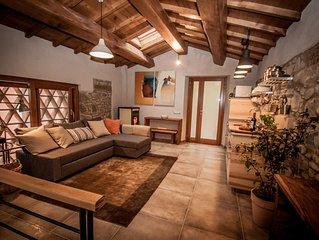 Romantic newly renovated barn private pool and a trout river, 5 mins to Barga