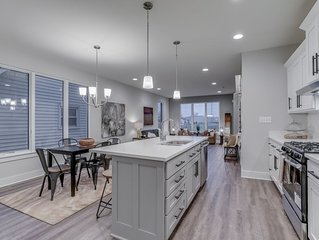 Luxury Downtown Escape - Perfect for your Group!