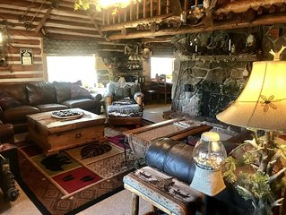 Cozy Log Home,3 min to slopes  sleeps 10-11, Free shuttle steps away. location!!