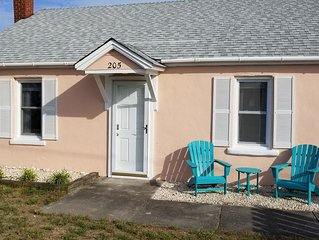 Vintage beach bungalow. Steps to beach! Bring your dog! New listing!