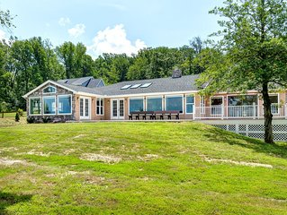 Beautiful Riverfront Home. With dock, kayaks, paddle board. Magnificent views.