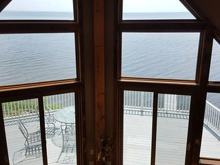Stunning 4 bedroom 1.5 bath  lakefront getaway on beautiful Oneida Lake