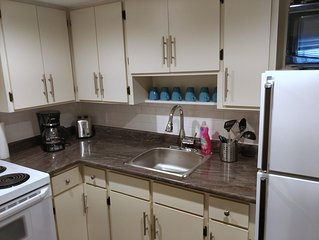 Clean, Updated 2 Bedroom Private Apartment Located In Triplex