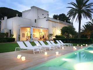 Luxury designer Villa  with infinity pool, gorgeous views in heart of  Puglia