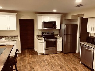 Large super clean residence with a modern touch close to Sanford Downtown