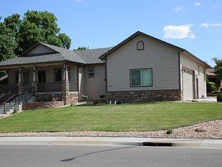 Stunning 2016 Custom Home, 3 bed, 3 bath, Sleeps 6- minutes to Denver & Boulder