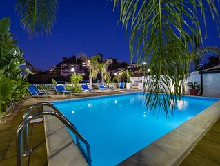 Villa con piscina 3 camere 3 bagni wifi max 10 posti letto 150 metri dal mare