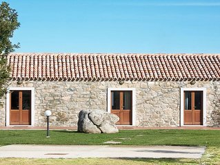 Casa 'Olivo'. Quadrilocale in stile Stazzu Gallurese, 3.5Km dal mare