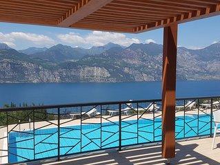 Nuovissimo appartamento con spettacolare vista sul lago di Garda