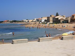 Agamennone, new and spacious apartment, 20 m from the beach