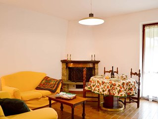 Lake Como, nice and confortable apartment with small private garden