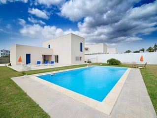 Artemide, villa with pool, near the beach and the center