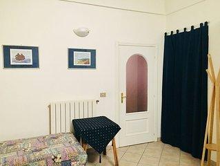REGGIA NONNI: CASA STORICA AL PRIMO PIANO IN CENTRO PAESE A 30 MT. DALLE SPIAGGE