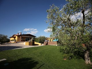 Villa indipendente due apprtamenti autonomi  con piscina,idromassaggio,parco