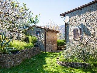 Antico Casale con piscina privata in posizione panoramica con magnifica vista