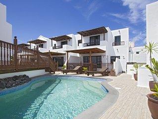 Beautiful villa private small community. Pool access close to sea prom/beach