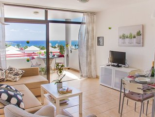 Apartment with terrace facing the sea and at only150 meters from the beach