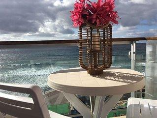 MAR DE SANTIAGO apartamento situado en primera línea de la Playa de Las Canteras