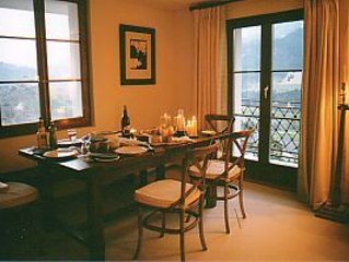 Dining area in the salon...seat 8