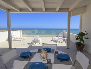 Pitagora, apartment in fornt of the sea, with view over the beach of Donnalucata