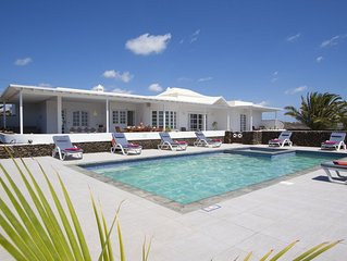 Luxury Villa, Private Heated Pool/Children Pool, Hot Tub, Sea & Garden Views