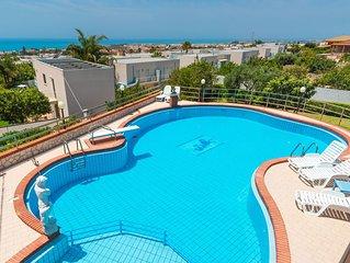 Villa 'Cielo e Mare' spaziosa villa con splendida vista mare e piscina privata