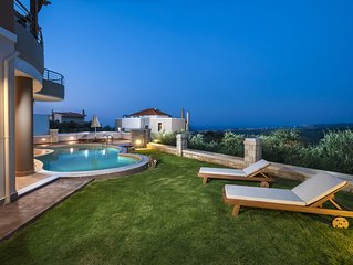 Dsk Villas-Villa Stellina,offers full privacy,with stunning view!