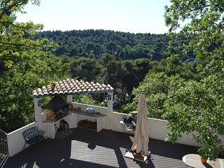 Quiet 'provençale' villa - Villa provençale au calme.